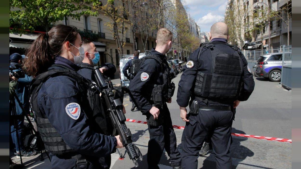 Muere tras un tiroteo el hombre que apuñaló en Francia a una policía