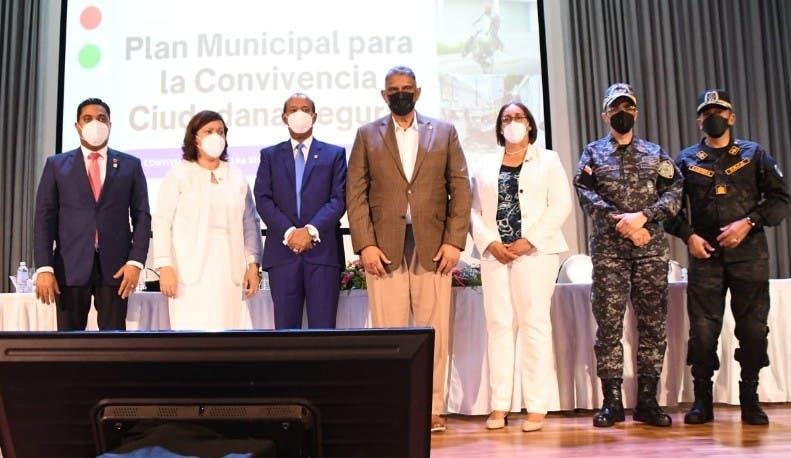 Ayuntamiento San Cristóbal entrega  obras por RD$27.2 MM