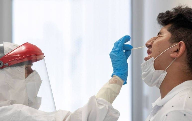 Exigirán PCR a pasajeros de varios países