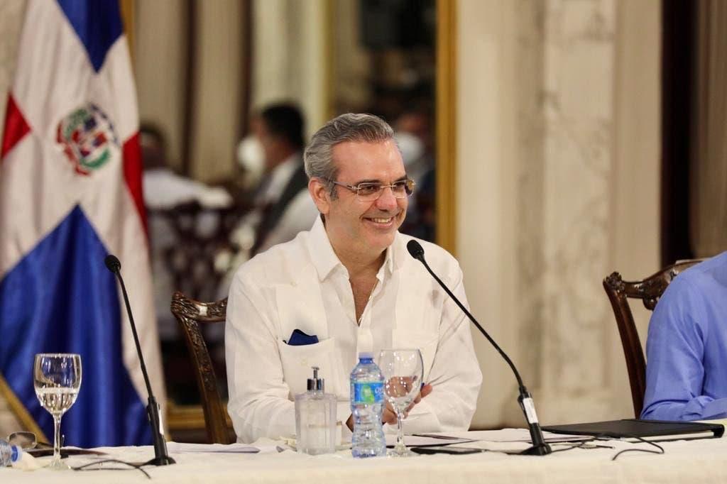 Abinader asegura trabaja para desterrar males heredados de dictadura