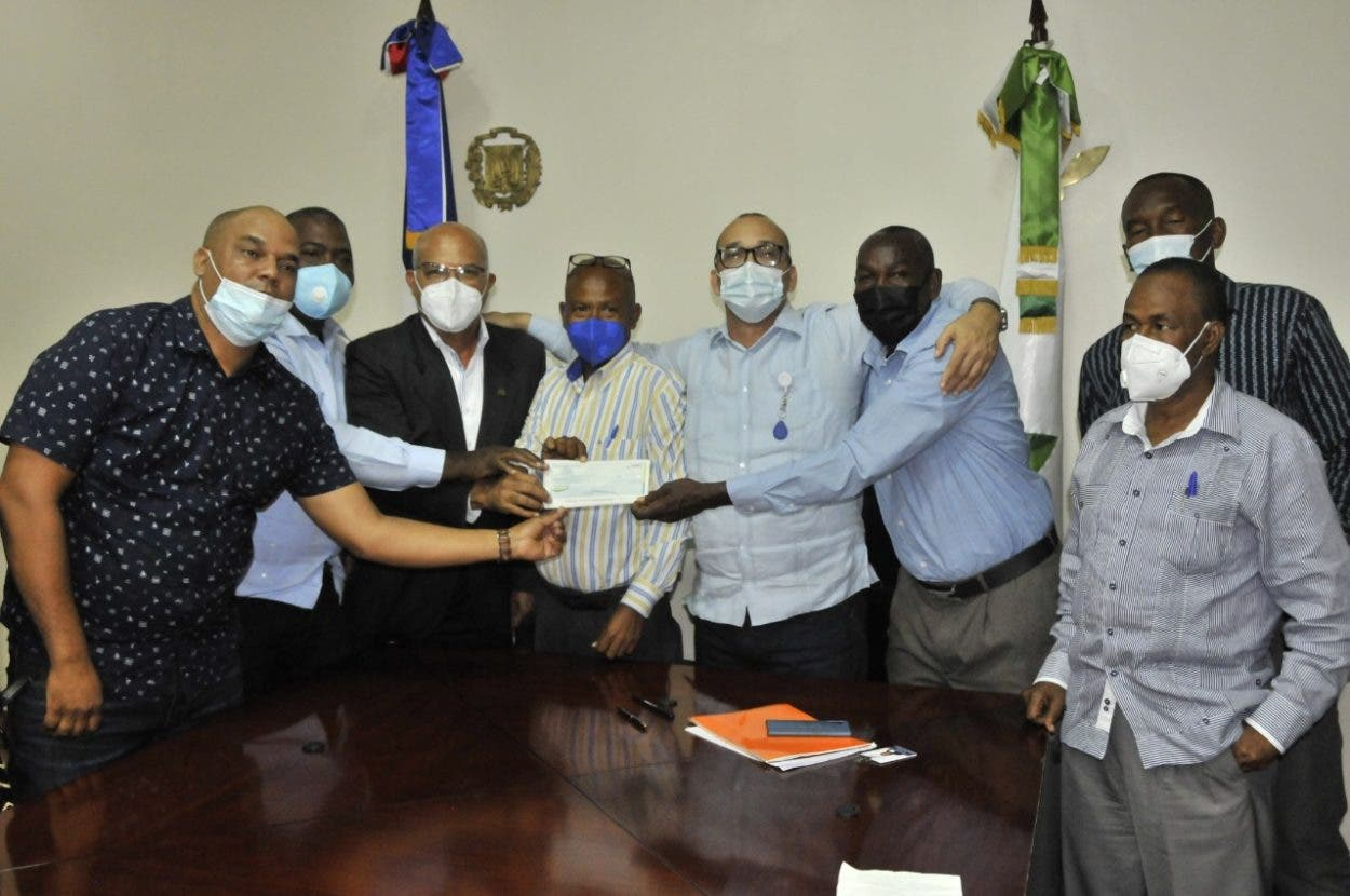 Ministerio de Agricultura entrega 155 millones a productores de cebolla