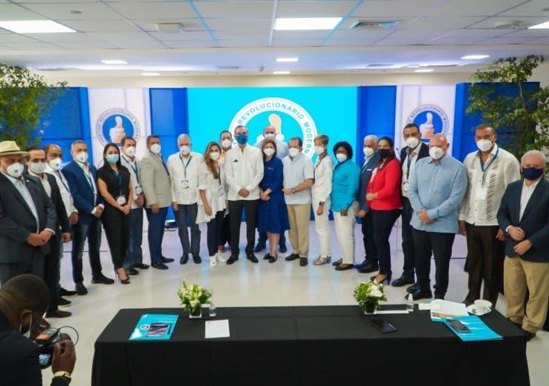 Abinader se reúne con senadores del PRM