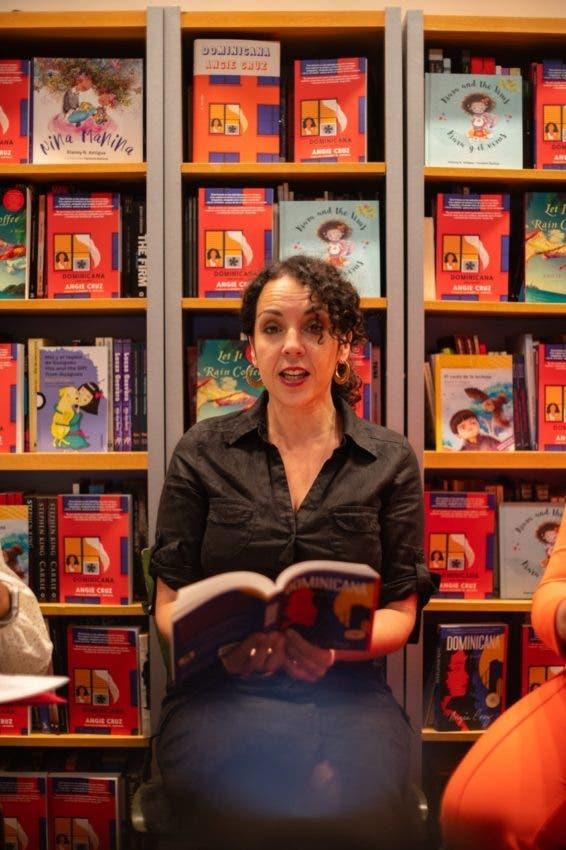 Presentan libro «Dominicana»