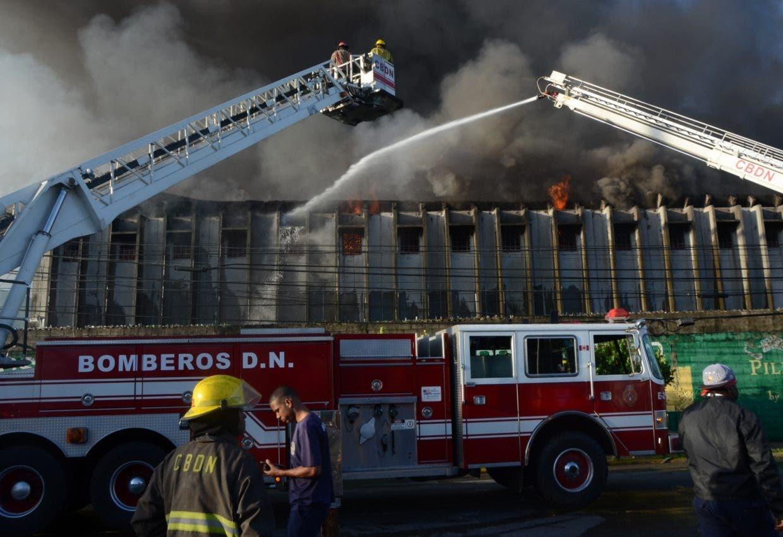 Incendio en colchonería La Reina