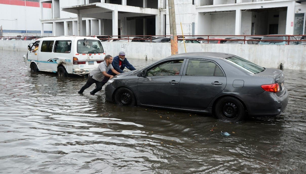 Lluvias trastornan actividades  en el Gran Santo Domingo