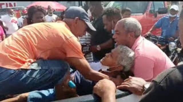 Asaltan banca y roban RD$2 millones en LR; mujer 70 años fue herida al pasaba por el lugar