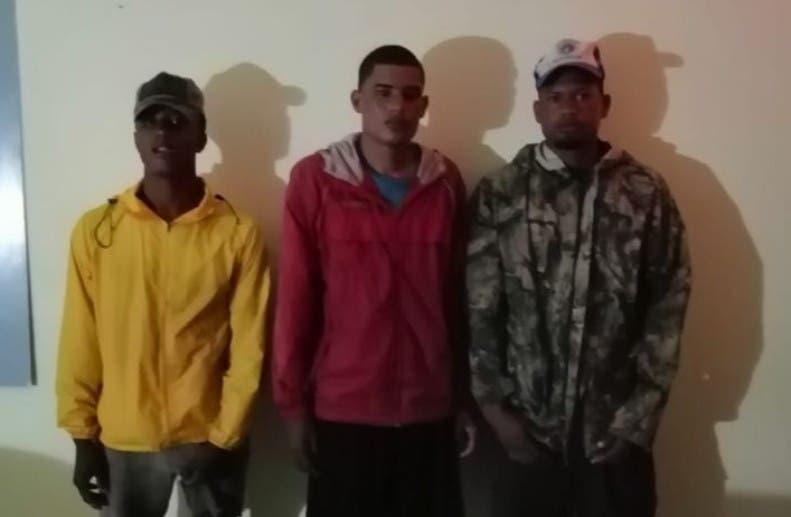 Rescatan 3 pescadores naufragaron alta mar