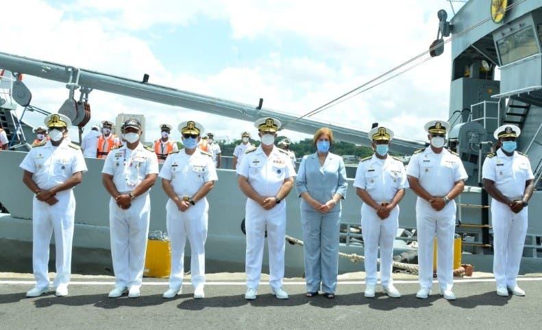 Estudiantes de la Armada retornan a puerto