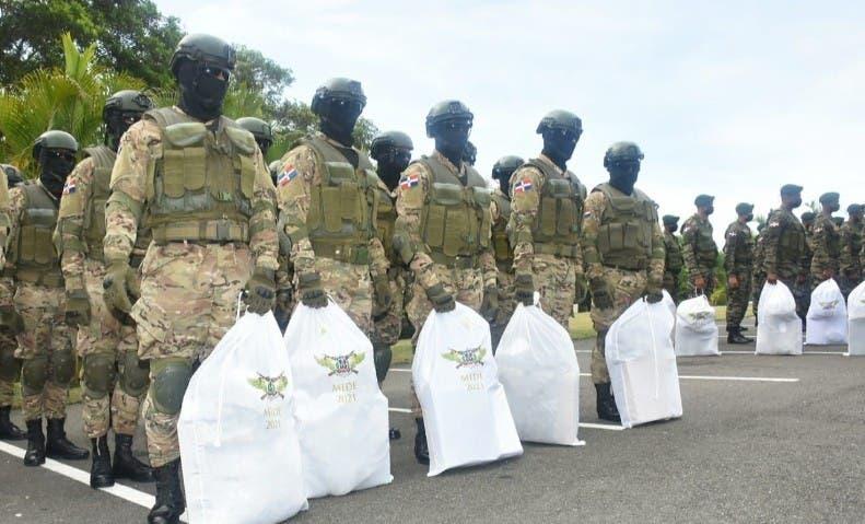 Entregan utensilios a miembros del Ejército