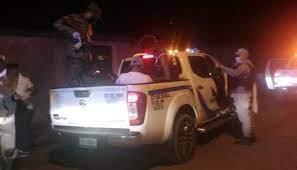 Policía apresa cien en toque de queda