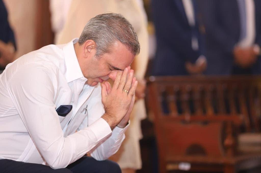 Abinader pide a Dios sabiduría y fortaleza para llevar al país por rumbo correcto