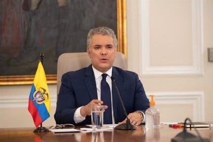 Atacan a tiros el helicóptero en el que viajaba el presidente de Colombia