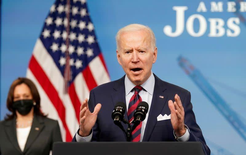 Biden busca reducir los homicidios con control de armas y apoyo a la Policía