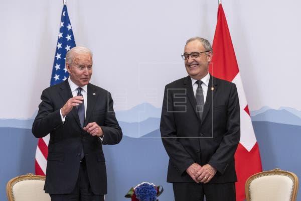 Biden y presidente suizo estudian cooperación en vacunas y cambio climático