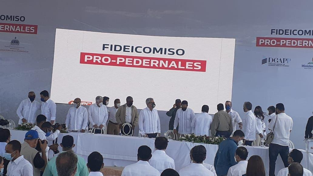Abinader da primer picazo para dejar  iniciadas las obras del desarrollo turístico de Pedernales