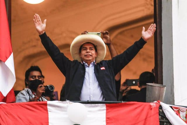 Castillo lidera las elecciones peruanas con el 100% de las actas procesadas