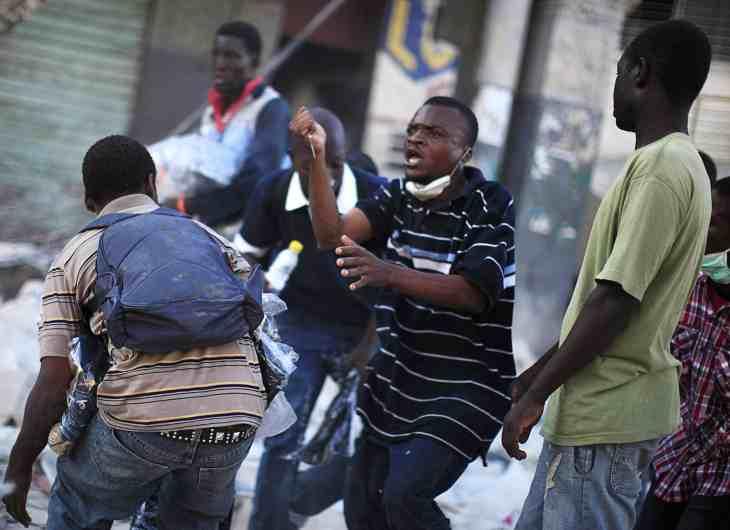 Cientos de haitianos huyen de los enfrentamientos entre dos bandas armadas
