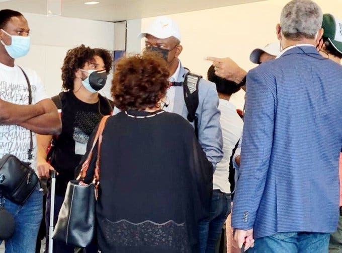VIDEO | Consuelo Despradel, bajada de avión de Jet Blue al protestar por alegado abuso