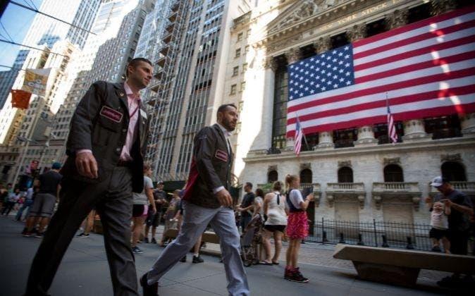 La tasa de desempleo en EE.UU. desciende tres décimas en mayo, al 5,8 %