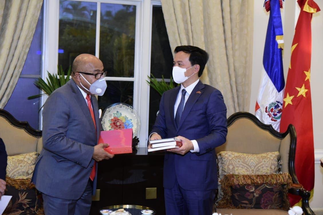 Diputados se reúnen con embajador de China y tratan sobre colaboración bilateral