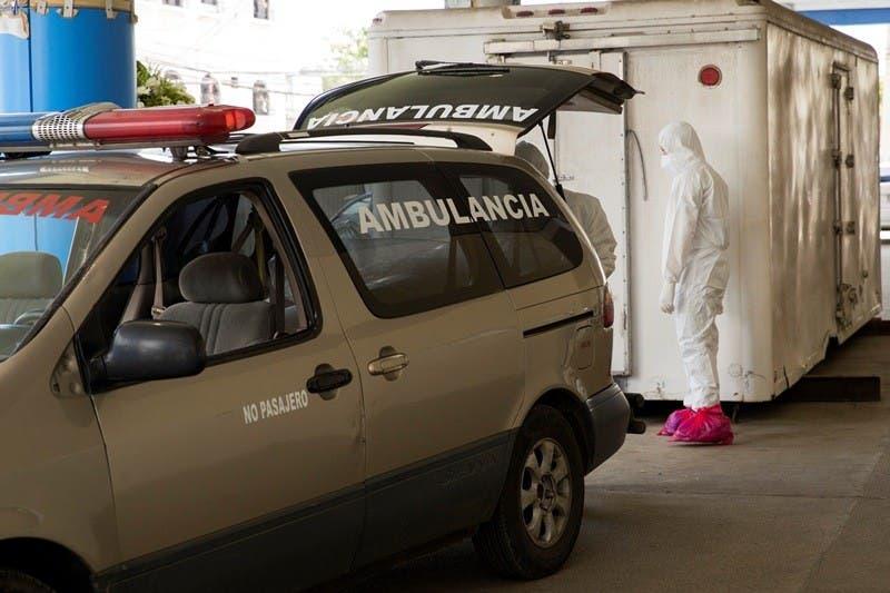 Una morgue de covid, a la vista de los pacientes hospital Luis E Aybar