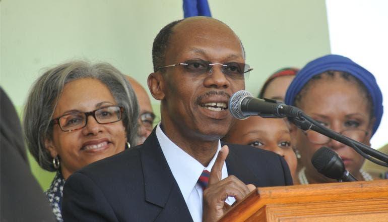 El expresidente haitiano Aristide viaja a Cuba para tratarse de covid-19