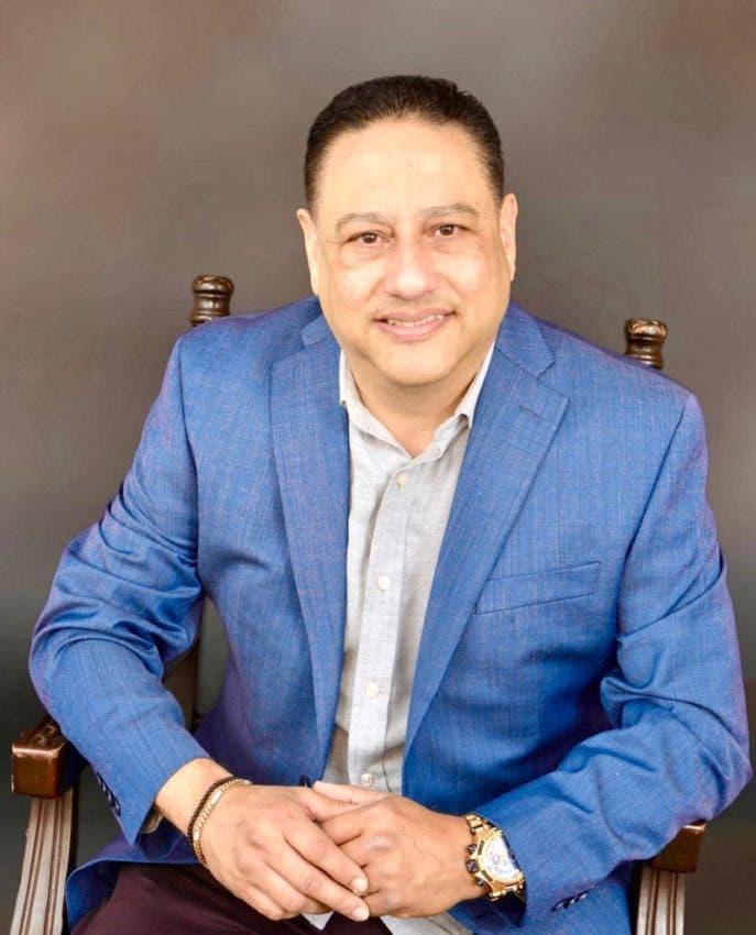 Dominicano se destaca como educador en EEUU