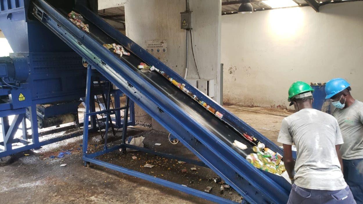 Pro Consumidor destruye 12 mil productos  dañados decomisados en diferentes operativos
