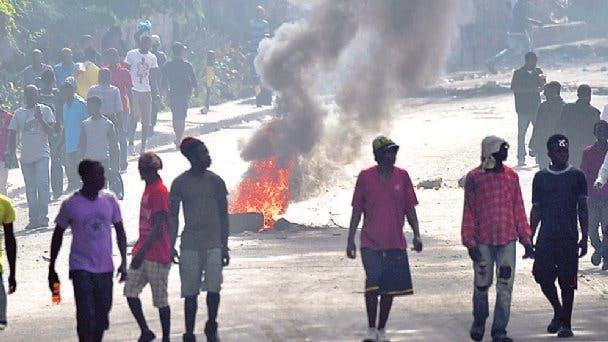 Un periodista y una activista, entre los muertos en jornada violenta en Haití