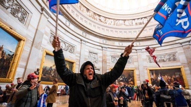 Hombre se declara culpable de asalto al Congreso de EEUU en caso que será precedente