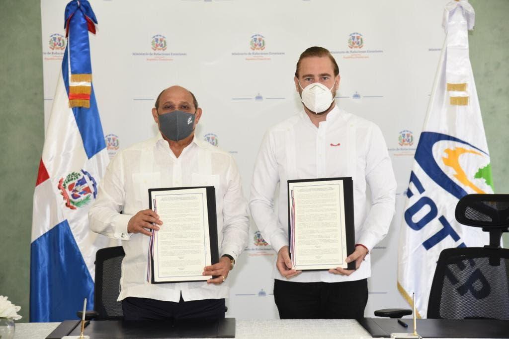 Index e Infotep firman acuerdo para capacitación de la diáspora dominicana