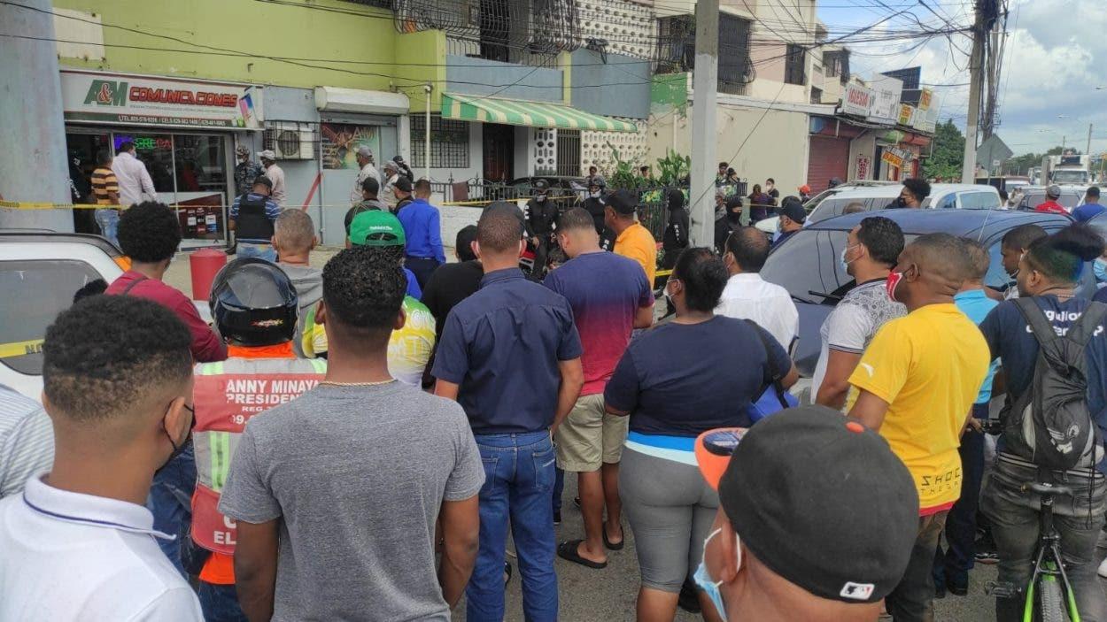 Matan comerciante y hieren esposa resistieron asalto en Santiago