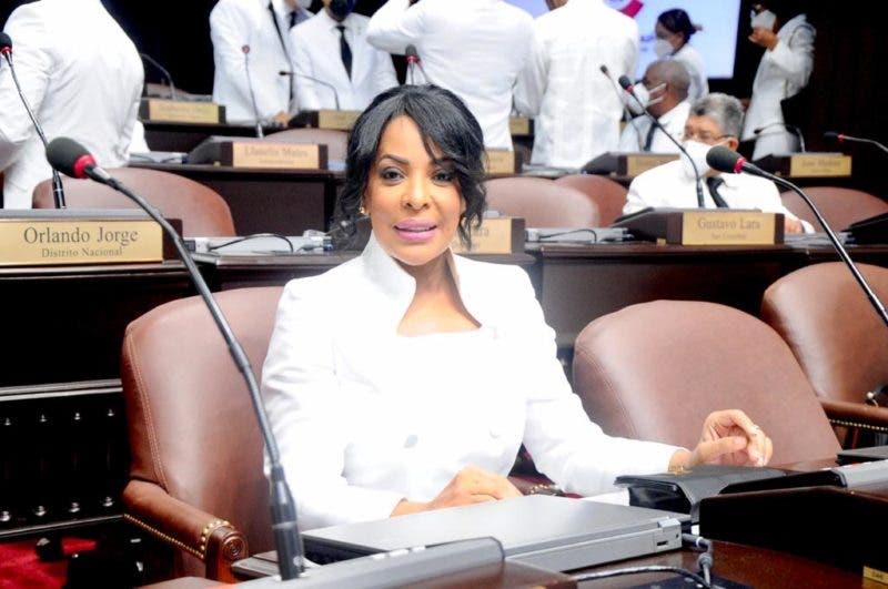 Diputada aclara sobre resolución que se atribuyó otro legislador