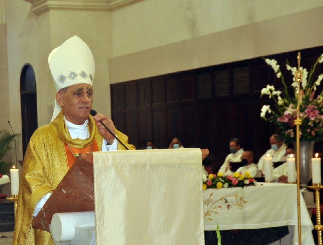 Arzobispo pide ciudadanía vacunarse y olvidar «teoría conspirativa»