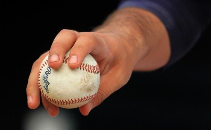 MLB: Pitchers serían suspendidos 10 juegos por alterar pelotas