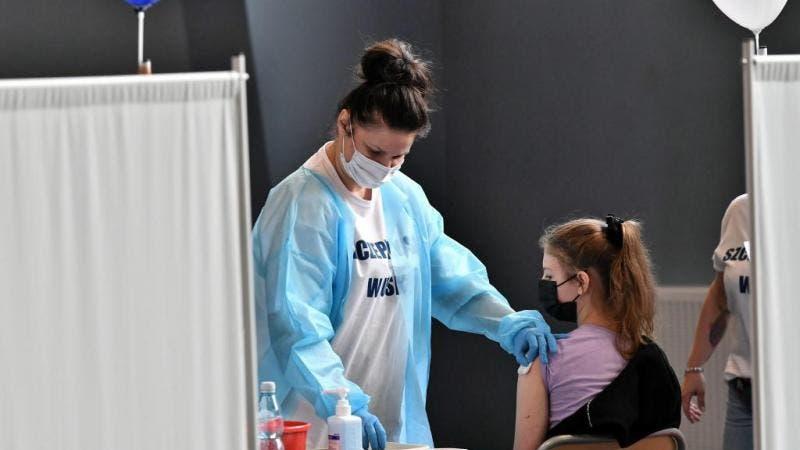 Polonia comienza a vacunar a los mayores de 12 años
