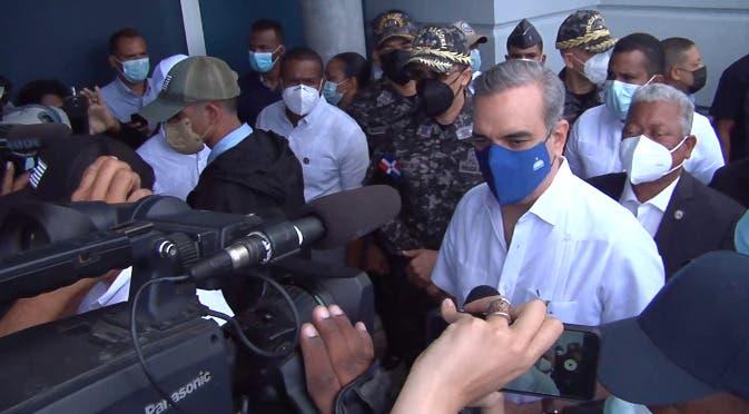 Abinader se solidariza con familia de primer teniente policial muerto al evitar un atraco