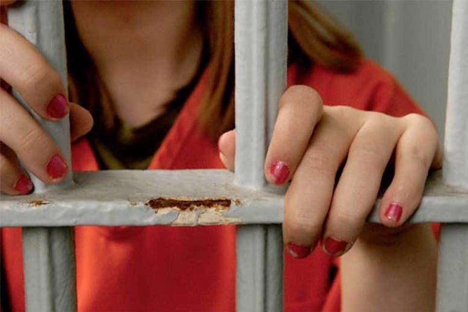 15 años de prisión a mujer robo en establecimiento comercial
