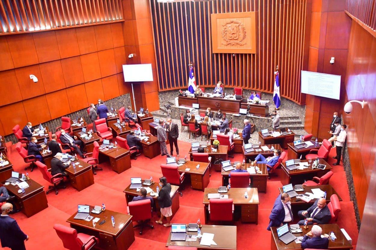 Senadores del PLD y FP salen inconformes por sistema de votación tras aprobarse más de US$290 MM en préstamos
