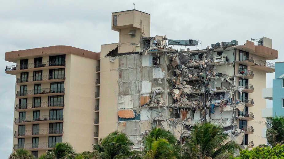 Suben a 3 muertos por derrumbe edificio de viviendas en Miami, según medios