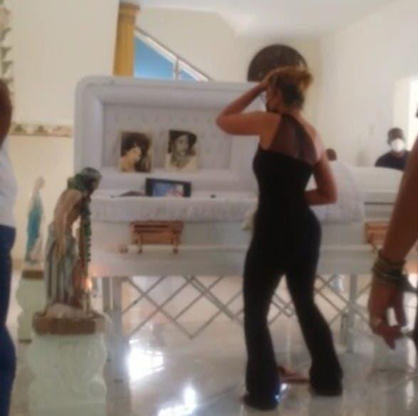 Velan restos de señora a ritmo de la contagiosa música de Fefita la Grande y Anthony Santos