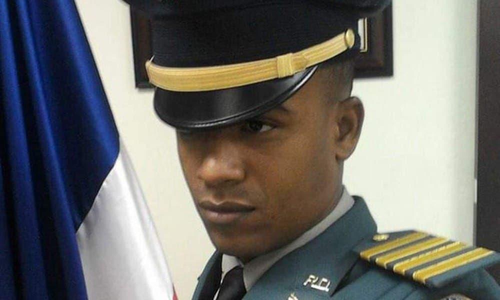Investigan tres personas por muerte primer teniente