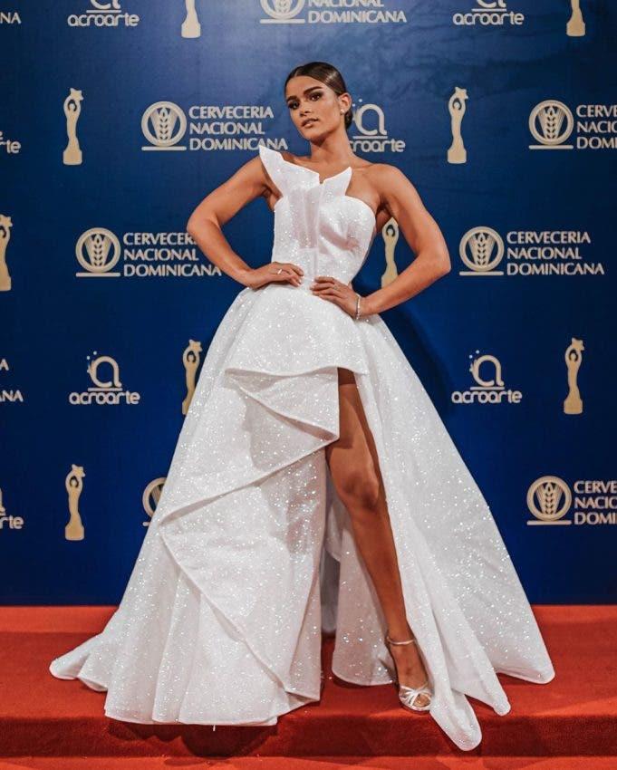 Blanco se impone en la alfombra roja de Premios Soberano