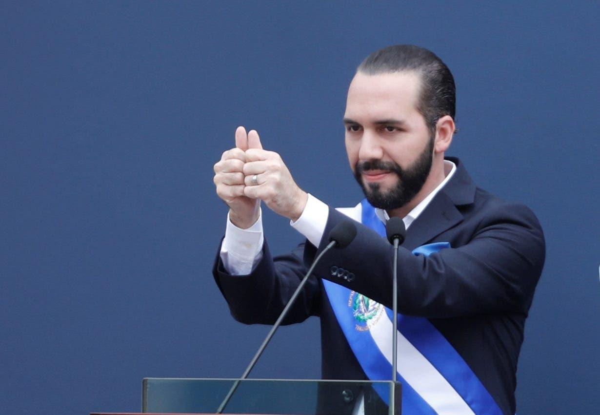 Presidente salvadoreño anuncia compra de camas de hospital sin revelar costo