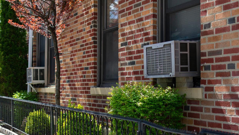 Autoridades en NYC entregarán aires acondicionados gratis a personas de escasos recursos