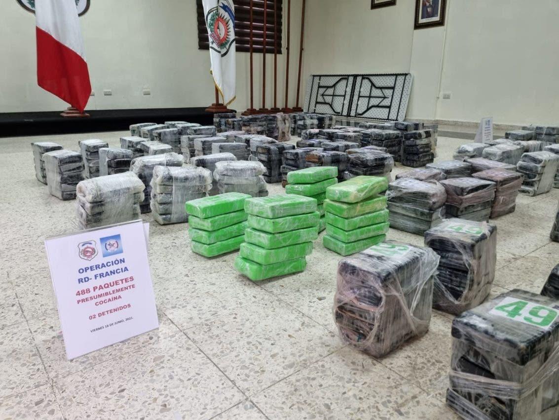 Incautan 488 paquetes de cocaína y apresan dos