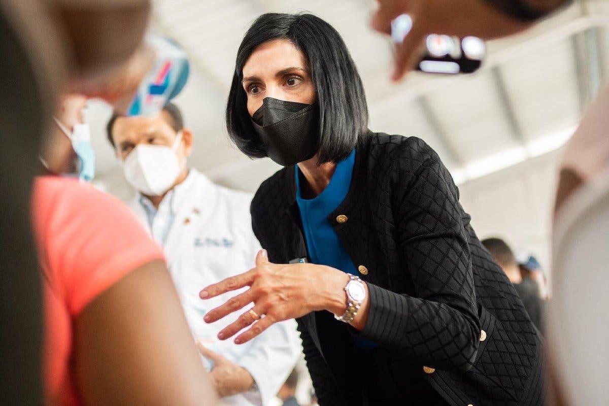 Raquel Arbaje promueve vacunación