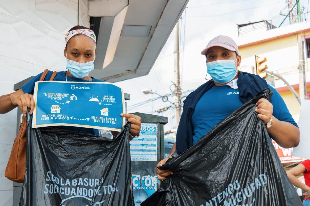 ADN realiza jornada educativa sobre manejo de desechos a viviendas y negocios