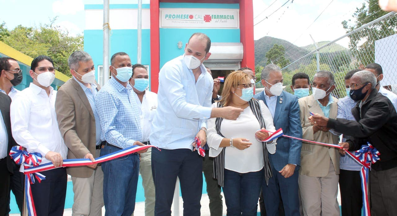 Promese/Cal inaugura cuatro Farmacias del Pueblo en Azua