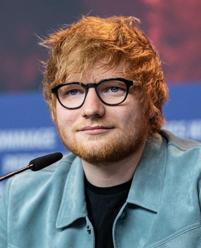 Ed Sheeran ya no necesita anteojos